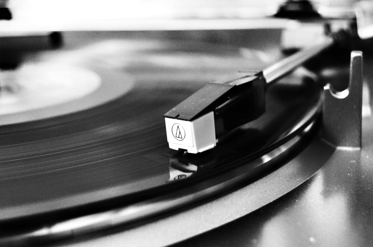8 Best Turntables Under $200 (By Category) 2019 - Sound Manual